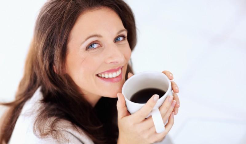 Влияние кофе на зубы: почему они темнеют и как с этим бороться