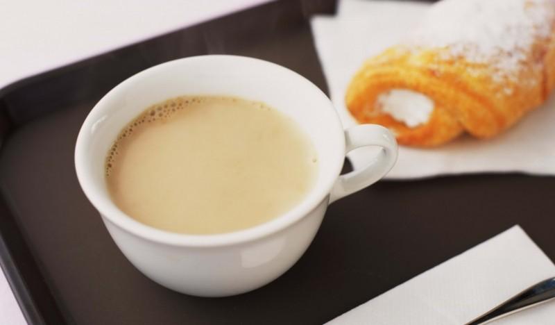Кофе с молоком: польза и вред напитка