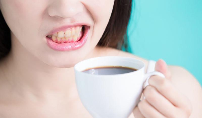 Пятна на зубах от кофе