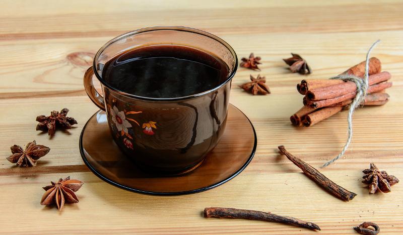 Черный кофе с бадьяном